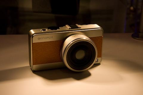 Modell einer Micro-FourThird-Kamera von Olympus
